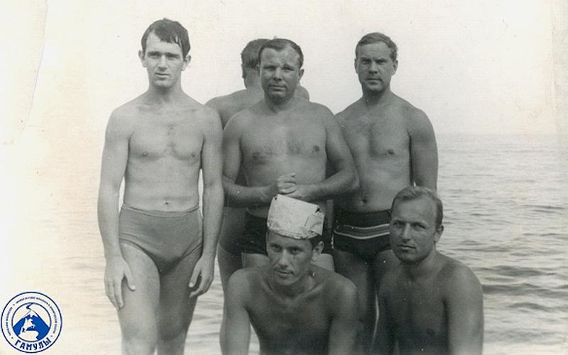 В центре — Ю. А. Гагарин, справа — Финашин В. В.  1967 год