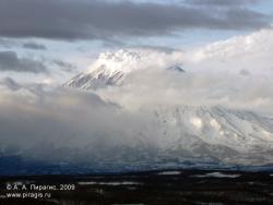 Корякский вулкан, вид с Мишенной сопки в Петропавловске-Камчатском