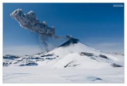 Камчатка, извержение Карымского вулкана