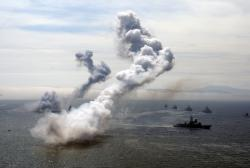 Учебные стрельбы в Авачинской бухте на параде в День Военно-морского флота