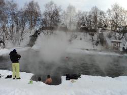 30. Эссо. Открытый термальный бассейн. Март 2013.jpg