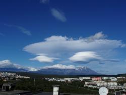 Петропавловск-Камчатский, вид на Авачинский и Козельский вулканы