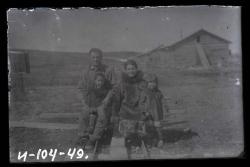 Сандро Мальсагов, Татьяна Тегреттау и старшие сыновья.Чукотская культбаза. 1928 г.